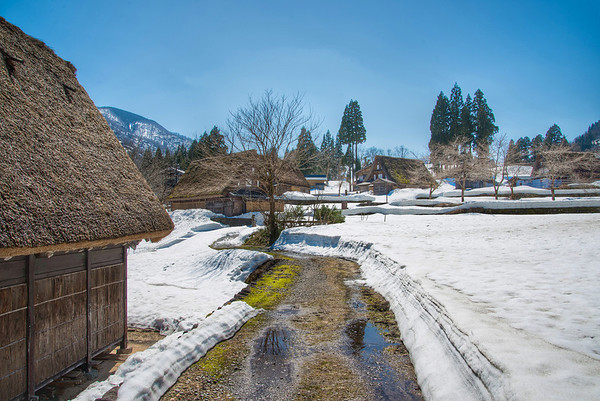 Shirakawa (Shirakawa) - Snow and houses